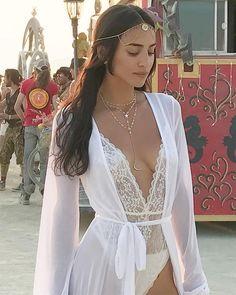 594 Likes, 33 Kommentare - Cherie Jimenez Faris 7 ♥ ️ ♥ ️ (Ale . Festival Mode, Look Festival, Festival Girls, Rave Festival, Festival Wear, Festival Fashion, Burning Man Fashion, Burning Man Outfits, Africa Burn