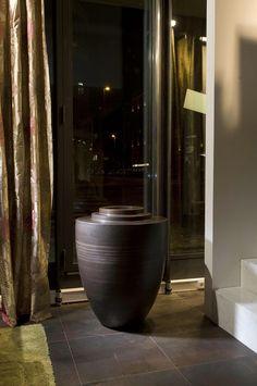 Dekorative Vasen, Design, Vasen, Interieur, Exterieur, Luxus-Möbel, modernes Interieur, Wohnung Zubehör, hohen Vasen, niedrige Vasen, große Vasen, riesige Vasen, Dekoration, Schwimmbäder, repräsentative Räumlichkeiten, Haus, Wohnung, Garten, Projekt, Hotel, Projekte der Wirtschaftszentren Innenräume, Geräte für Läden, Projekte von Unternehmen und Institutionen, Vasen für Wohnungen, weiße Vasen, Bronzevasen, graue Vasen, Vasen braun, Metallvasen,  Vasen mit Dekor , dünne Vasen, riesige Vasen