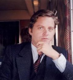Zach Galifianakis without a beard... I never would have known!  He so needs to shave! :)