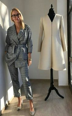 The most popular plaid blazer in, stylish and elegant! Business Chic, Business Fashion, Business Dresses, Business Attire, Suits For Women, Clothes For Women, Looks Jeans, Classy Work Outfits, Professional Attire
