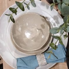 Mervyn Gers ceramics....simply beautiful and in time for Christmas...there you go i said it CHRISTMAS.!!! ....xx #ceramics #christmas #gifts #dining #tabledecor #homewares #shopping #interiordesign #interiors #instalove #styling #beachliving #beachhouse #floral #linen #comevisit #homedecor #sorrento #morningtonpeninsula #saltwateronline #love @mervyn_gers_ceramics