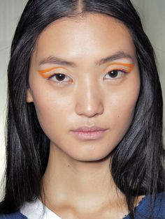 How-to: The bright, graphic cat eyes at Ohne Titel S/S '13 http://beautyeditor.ca/2013/01/25/how-to-the-bright-graphic-cat-eyes-at-ohne-titel-ss-13/