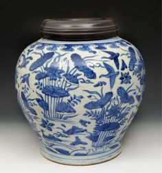 A CHINESE LATE MING BLUE AND WHITE PORCELAIN OVOID VASE #antiques