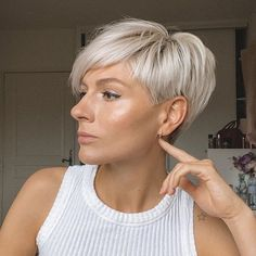 Irinapixiegirl on monday mood 60 cute short pixie haircuts femininity and practicality Short Hair Cuts For Women, Short Hairstyles For Women, Wig Hairstyles, Short Hair Styles, Edgy Pixie Hairstyles, Blonde Pixie Hair, Edgy Hair, Haircuts For Fine Hair, Short Pixie Haircuts