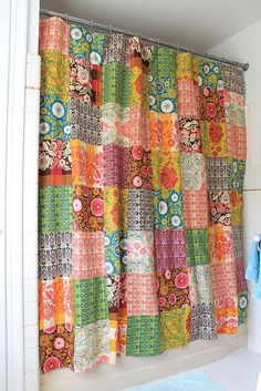 Good Folks Shower Curtain 2019 a patchwork shower curtainwhat a fun ideacould do any colors or patterns to your liking The post Finito! Good Folks Shower Curtain 2019 appeared first on Shower Diy. Patchwork Curtains, Diy Curtains, Shower Curtains, Blackout Curtains, Serger Projects, Sewing Projects, Ideas Armario, Diy Shower, Quilt Top