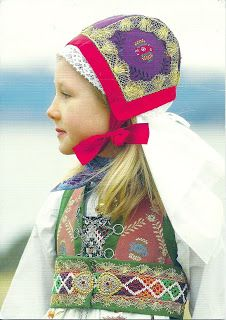 A girl wearing bunad, the traditional costume of Fusa in Norway. Sent by Kari , a postcrosser from Norway. This is from Wikipedia : Buna. We Are The World, People Around The World, Folklore, Art Populaire, Scandinavian Countries, Thinking Day, Baby Kind, Folk Costume, My Heritage