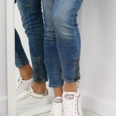 Biele damske tenisky s pusou a kamienkami1 Sport, Jeans, Fashion, Moda, Deporte, Fashion Styles, Sports, Fashion Illustrations, Denim