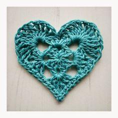 How to Crochet A Granny Heart Crochet Bunting, Crochet Hearts, Crochet Granny, Crochet Flowers, Knit Crochet, Crochet Baskets, Free Crochet, Heart Patterns, Loom Knitting