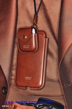 Tom Ford Fall 2020 Menswear Collection - Vogue accessories Tom Ford Fall 2020 Menswear Fashion Show Leather Gifts, Leather Bags Handmade, Leather Wallet, Leather Case, Men Wallet, Men's Leather, Tom Ford, Leather Accessories, Fashion Accessories