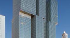 Rotterdam is architectonisch misschien wel de meest vooruitstrevende stad van ons land. En dan mag een futuristisch lifestylehotel natuurlijk niet ontbreken. Niet gek dus dat de hippe nhow hotelketen voor haar derde hotel in de wereld Rotterdam heeft uitgekozen. Rem Koolhaas tekende voor het ontwerp. #origineelovernachten #reizen #origineel #overnachten #slapen #vakantie #opreis #travel #uniek #bijzonder #slapen #hotel #bedandbreakfast #nhowhotel #remkoolhaas #rotterdam