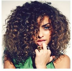 i wouldnt mind curls if they were big and thick like theseeee. so pretty