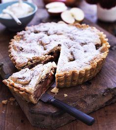 Lav en lækker æbletærte med yoghurt på ingen tid med den her hurtige og nemme opskrift på æbletærte.