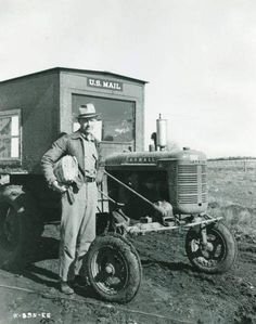 trip to post office Antique Tractors, Vintage Tractors, Vintage Farm, Vintage Tools, Antique Cars, Farmall Tractors, Old Tractors, Old Pictures, Old Photos