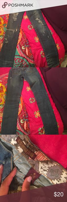 Distress skinny jeans Super cute distressed skinny jeans too small for me but i love them missing a button Jeans Skinny