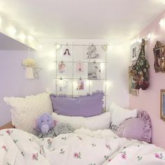 Aim is the ideal My room ♡ Today is a stylish room found at IG . - ╭❥ ୭̥ DrEaM RoOm ˚⊹ *₊⋆ - Decoration Purple Rooms, Pink Room, Army Room Decor, Study Room Decor, Kawaii Bedroom, Otaku Room, Cute Room Ideas, Pretty Room, Aesthetic Room Decor