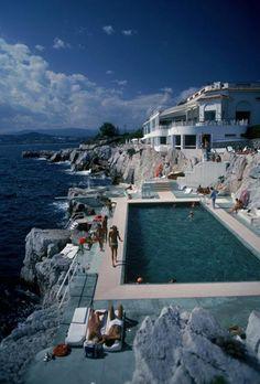 1stdibs.com | Slim Aarons - Hotel du Cap Eden-Roc