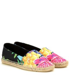 Polo Ralph Lauren - Floral printed espadrilles - Polo Ralph Lauren updates the classic espadrille with a vibrant floral print. A black canvas base on the jute-soled pair serves as a strong accent to a nonchalantly chic daytime ensemble. We're packing these for our beachside getaway! seen @ www.mytheresa.com
