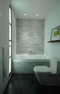 prachtige badkamer klein, simpel, licht, mooie materialen.