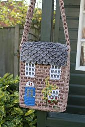 Free Pattern - This messenger-style shoulder bag is worked in the form of a pretty country cottage. Two major stitches are needed, one that I'm calling brick stitch (for obvious reasons), and also crocodile stitch. Photo-tutorials for both of these stitches are available at www.thetwistedyarn.com. ༺✿ƬⱤღ✿༻