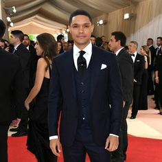 A lot of people think Trevor was one of the best dressed males at the Met Gala. Do you agree? South African Celebrities, Trevor Noah, Tv Girls, Boys Wear, Celebrity Gossip, Mtv, Beautiful Men, Nice Dresses, Eye Candy