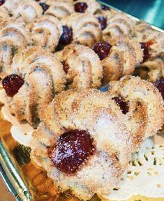 Amaretti Cookies, Doughnut, Baked Goods, Donuts, Pie, Baking, Desserts, Food, Amaretti Biscuits