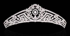 Designed as an old European-cut diamond tapered garland band with geometric motif and collet detail (accompanied by an additional diamond tiara fitting and additional band), circa 1915, 16.0 cm.