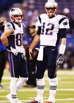 Tom with Danny Amendola. New England Patriots Merchandise, New England Patriots Football, Patriots Fans, Football Players, Football Helmets, Giants Players, Tom Brady And Gisele, Robert Kraft, Danny Amendola