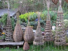 Traditional baskets in willow and hedgerow. Rush seating, plant supports etc. Fence Weaving, Willow Weaving, Basket Weaving, Potager Garden, Garden Trellis, Garden Crafts, Garden Art, Willow Furniture, Willow Garden