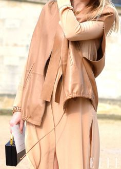 Photo: Courtney D'Alesio! Glamorous Chic Life, Style Snaps, Fashion Photo, Beautiful Outfits, Hue, Neutral, Design Inspiration, Wear Red, Glamour
