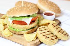 Glihamburger vegetali di ceci e patate sono degli hamburger golosi, economici e molto veloci da preparare, vi serviranno solo ceci e patate! Oggi