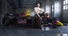 werd hij Wereld Kampioen met Karten. Vervolgens is hij naar de Formule 3 gegaan en daarna naar de Formule 1 en heeft hij de Formule 2 over geslagen. Hij is de Jongste Formule 1 coureur ooit. Deel 2