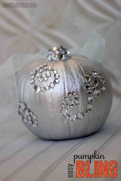 easy pumpkin bling- a quick way to make beautiful, elegant Halloween decor!