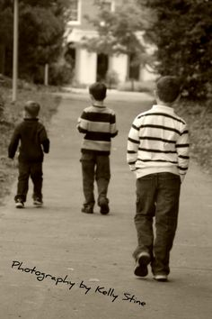 Brothers photo idea. Perfect for my 3 sons