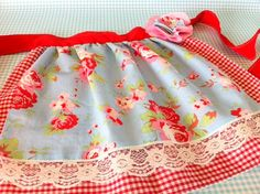 Children's Pretty Play Kitchen / Baking Apron - I LOVE this.maybe a future mummy and me item? Childrens Play Kitchen, Sewing Crafts, Sewing Projects, Baking Apron, Cute Aprons, Child Love, Needle And Thread, Blue Flowers, Gingham
