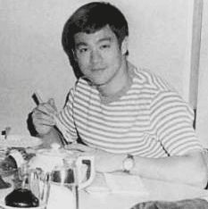 Bruce Lee ( Lee Jun Fan ) es sin duda el artista marcial más famoso y el hombre mas sano