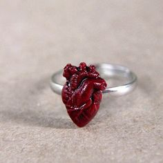Anillo del corazón Mini | 23 Valentine's Day Gifts From The Literal Bleeding Heart