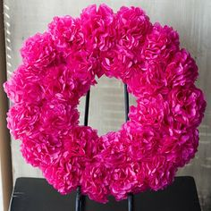 promised: Flower Wreath Tutorial Flower Wreath Tutorial ~ How insanely gorgeous is this wreath? so simple and cheap to make too!Flower Wreath Tutorial ~ How insanely gorgeous is this wreath? so simple and cheap to make too! Tissue Paper Wreaths, Paper Flower Wreaths, Paper Poms, Crepe Paper, Wreath Crafts, Diy Wreath, Paper Crafts, Cute Crafts, Diy Crafts