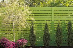 I like the green fence, good to blend in, in the summer at least Should you choose wood or PVC for my #fence ? Click for tips from RONAMAG |
