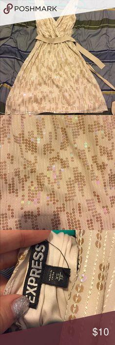 Express sequin gold dress xs nwt Express sequin gold dress xs nwt Express Dresses