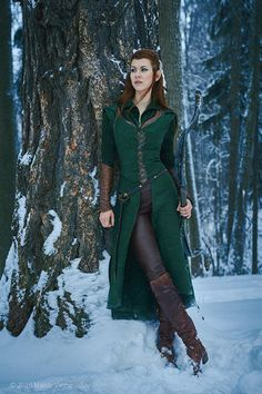 This Tauriel Cosplay Is Ridiculously Good [Cosplay] It is good. But I don't like Tauriel. Pinning for the admiration of the cosplay. Medieval Dress, Moda Medieval, Medieval Clothing, Elf Costume, Cool Costumes, Arwen Costume, Hobbit Costume, Comic Con Costumes, Comic Con Cosplay