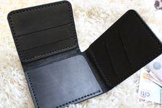 Купить или заказать Портмоне из черной кожи - trifold wallet в интернет магазине на Ярмарке Мастеров. С доставкой по России и СНГ. Материалы: кожа натуральная, кожа, вощёная нить,…. Размер: 8,5 см * 10 см