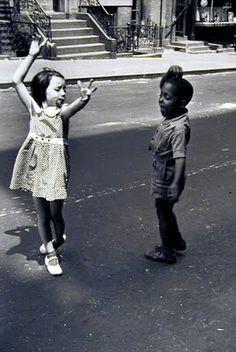 dancing in the street Helen Levitt - NY 1940's