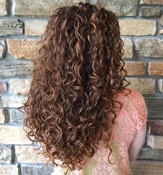 60 Styles and Cuts for Naturally Curly Hair - Long Curly Brown Hairstyle with Highlights - 3a Curly Hair, Super Curly Hair, Curly Hair Styles, Brown Curly Hair, Colored Curly Hair, Natural Hair Styles, Brown Curls, Color For Curly Hair, Long Natural Curls