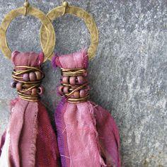 Sari silk tassel earrings, bohemian jewelry, fair trade recycled sari silk… Source by sngcollins Jewelry Ribbon Jewelry, Tassel Jewelry, Textile Jewelry, Fabric Jewelry, Bohemian Jewelry, Jewelry Crafts, Beaded Jewelry, Jewellery, Ethnic Jewelry