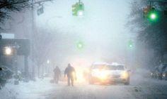 Las temperaturas congelantes que azotan a Estados Unidos no se sentían desde hace dos décadas, en la región centro-norte de EEUU. Chicago es una de las zonas más golpeadas este lunes por el frío polar que se dejó sentir con sensaciones térmicas que alcanzaron los -50 grados centígrados, luego de que el noreste del país soportara tormentas de nieve que causaron al menos 11 muertos. http://andresrepetto.tv/video/ola-de-frio-record-en-eeuu-962