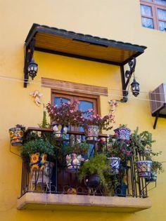 Balcón y marquesina. Guanajuato