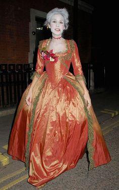 déguisement Halloween femme 2016 et costume d Anne Boylen   robe en orange  et maquillage 0fa85cc14965