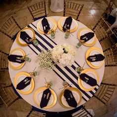love this striped table runner