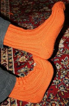 Ravelry: Simple Toe-Up Socks in Four Sizes pattern by Kim Brody Salazar Sock Shoes, Knitting Socks, Fingerless Gloves, Arm Warmers, Sewing, Simple, Pattern, Ravelry, Knitting Videos