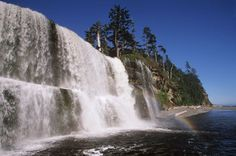Tsusiat Falls, Isla de Vancouver, Columbia Británica.